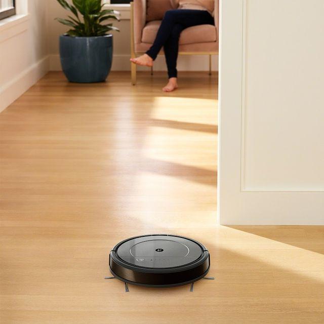 Και σκούπα και σφουγγαρίστρα η Roomba Combo, για να μπει καθαρά και ξεκούραστα ο πρώτος μήνας της άνοιξης! Μάθε περισσότερα ➡ link in bio Αν δεν είναι από την iRobot®, δεν είναι Roomba® #irobot #irobotgreece #irobotgr #roomba
