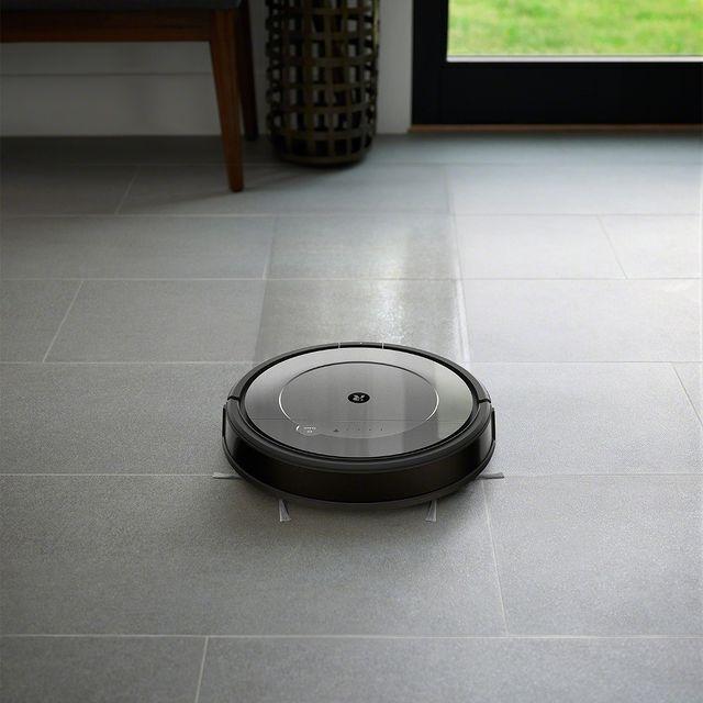 Μοιάζει σαν ψέμα αλλά δεν είναι! Ρομποτική σκούπα-σφουγγαρίστρα Roomba Combo, για να ξεχάσετε και το σκούπισμα αλλά και το σφουγγάρισμα! ➡ link in bio Αν δεν είναι από την iRobot®, δεν είναι Roomba® #irobot #irobotgreece #irobotgr #roomba