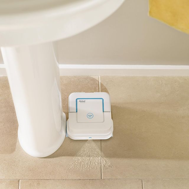 Και οι μικροί χώροι… δικαιούνται το ρομπότ τους! Η Braava jet 240 είναι η πιο κατάλληλη ρομποτική σφουγγαρίστρα για το τέλειο καθάρισμα σε κουζίνες, μπάνια και άλλα σημεία του σπιτιου.  Μάθε περισσότερα ➡ link in bio #irobot #irobotgreece #irobotgr #braava